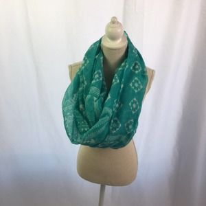 Geometric Pattern Infinity Scarf Turquoise White